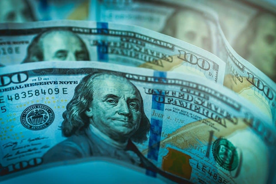 Dollar Forex Market Sell-Off Continues in Early Trading