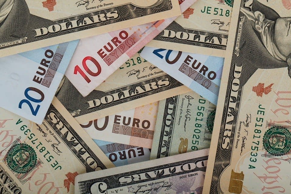 Forex Market Stays Low Against USD on Mixed Data Release